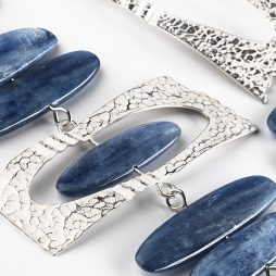 dianne-king-oceania-detail-silver-and-kyanite-neckpiece